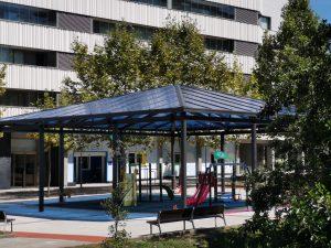 Parque infantil Ugarteondo - columpios cubiertos